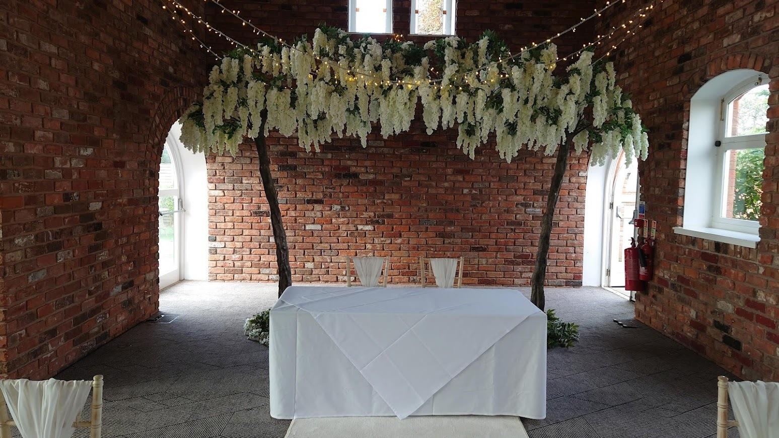 Canopy-wisteria-trees-Doubletree-Hilton