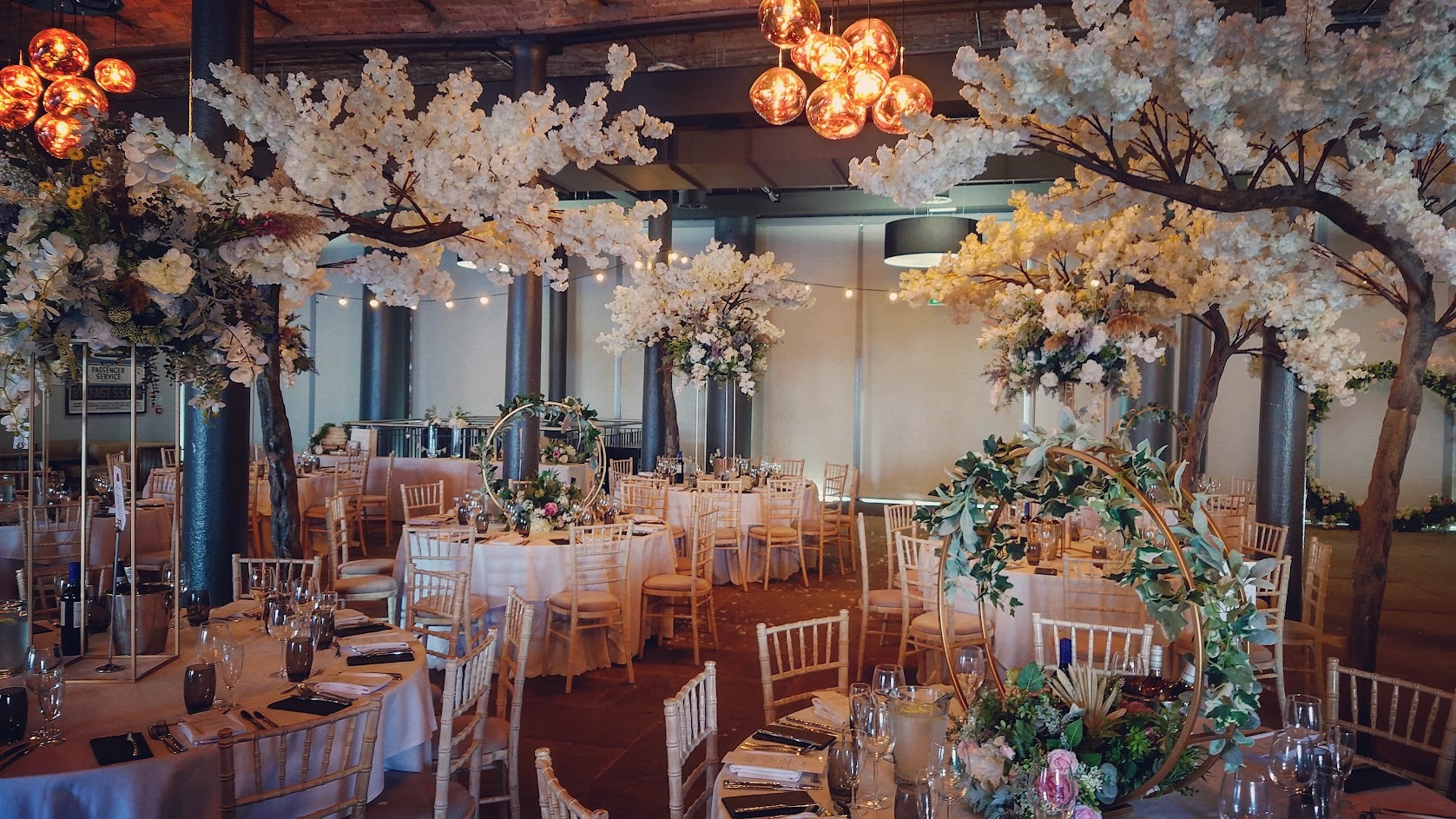 Titanic-Hotel-Wedding-Decor