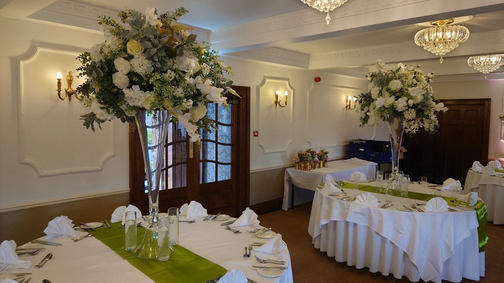 Neutral-floral-designs-Willington-Hall